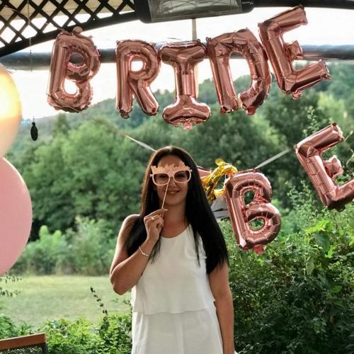 моминско парти фото пропс и банер с балони за булката от клиенти
